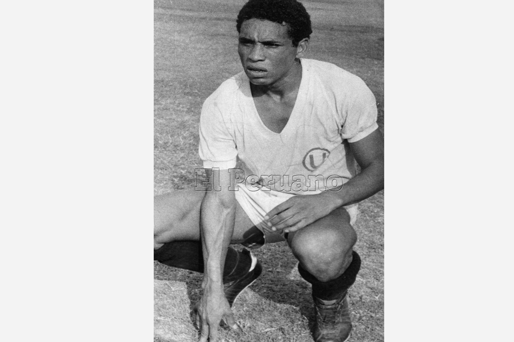 Lima - 13 mayo 1980 / Samuel Eugenio vistiendo la casaquilla del Universitario de Deportes.    Foto: Archivo diario El Peruano
