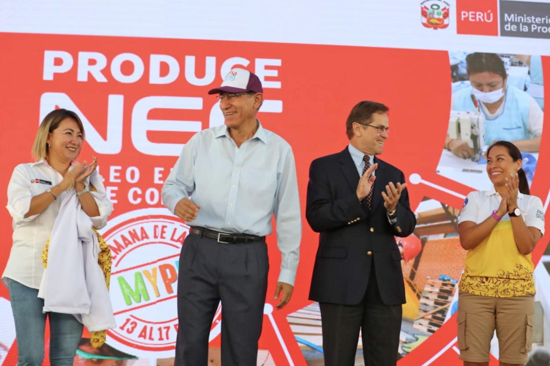 Ceremonia de entrega del primer lote de bienes adquiridos a las medianas y pequeñas empresas (Mype), por el Núcleo Ejecutor de Compras de Kits para los XVIII Juegos Panamericanos y Sextos Juegos Parapanamericanos del 2019. Foto: ANDINA/Prensa Presidencia