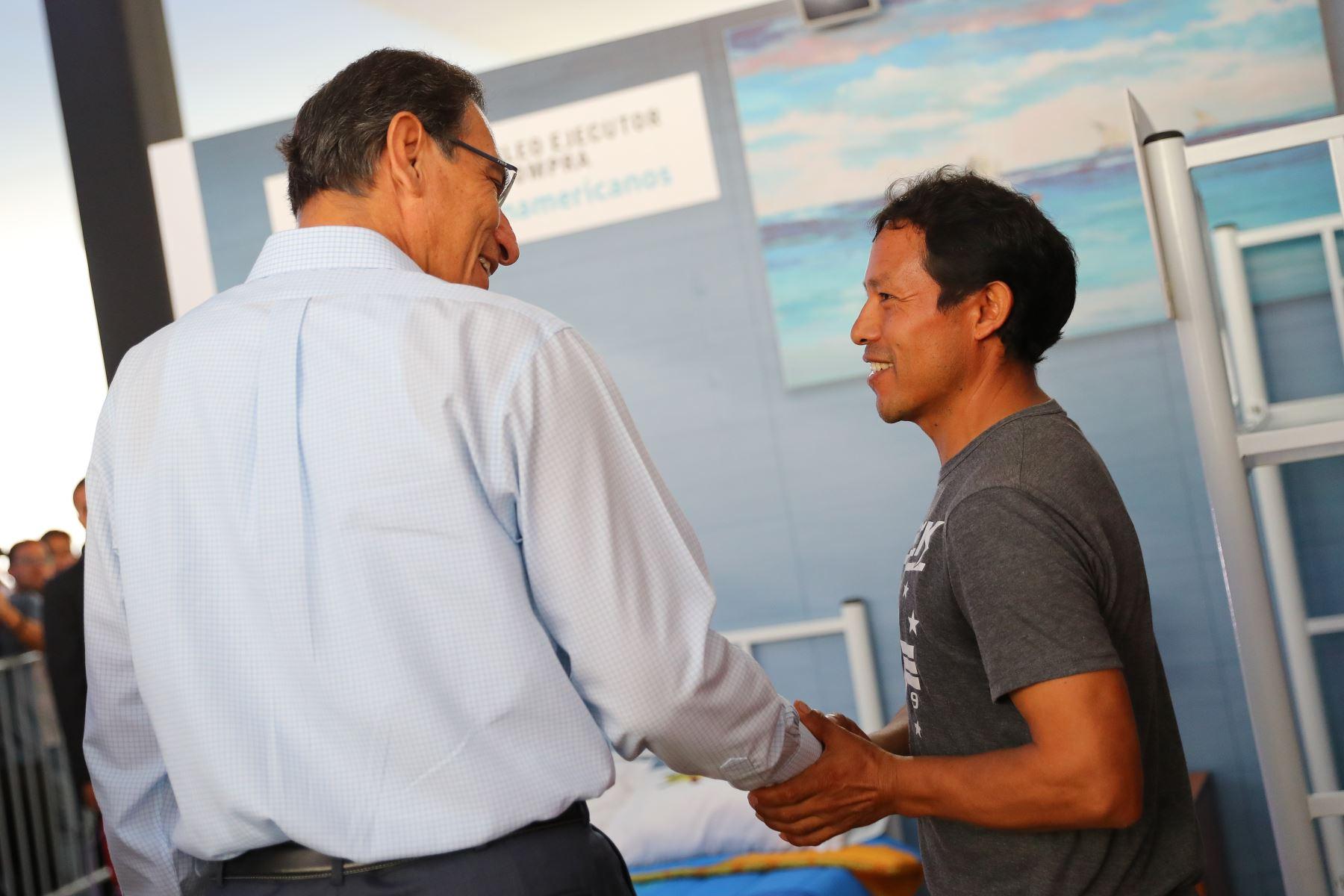 Jefe de Estado entrega primer lote de bienes adquiridos a las MYPE para los Juegos Panamericanos. Foto: ANDINA/ Prensa Presidencia