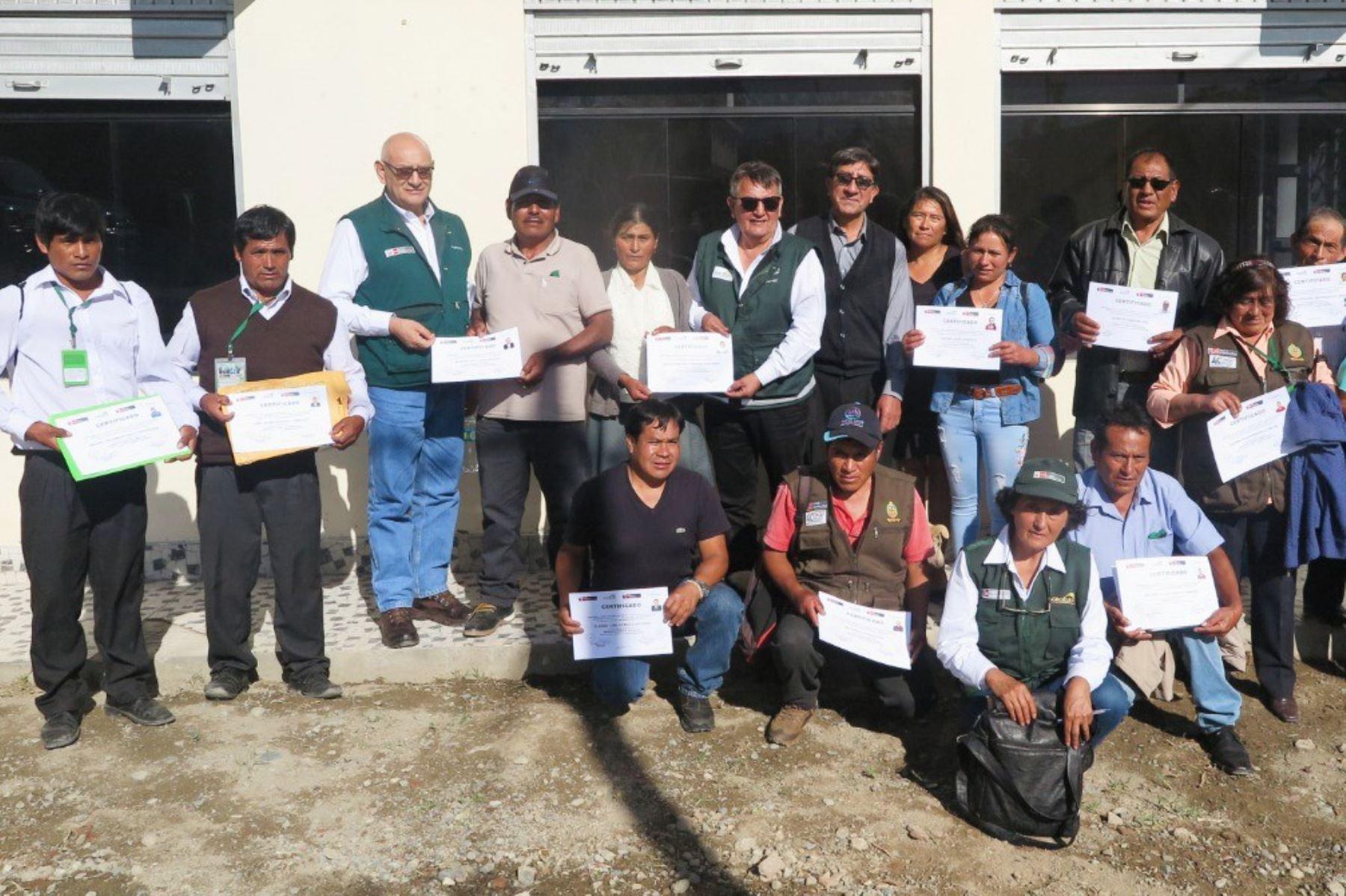 El Ministerio de Agricultura y Riego (Minagri), a través de Agro Rural, certificó a 37 productores de las provincias ancashinas de Carhuaz, Yungay y Huaylas, en las competencias de instalación, manejo y mantenimiento del cultivo de paltas.