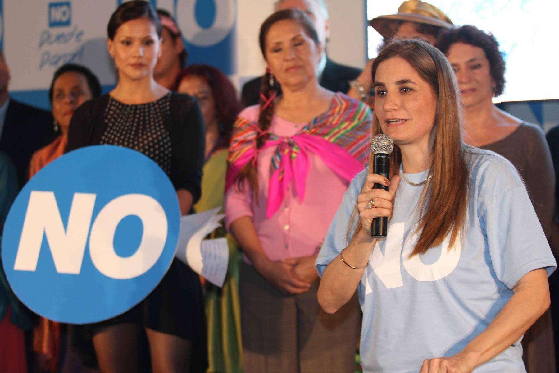 Lima - 12 diciembre 2012 / Diversas personalidades de la política, la cultura y los espectaculos se sumaron a la campaña por NO contra revocatoria a la alcaldesa de  Lima, Susana Villarán.