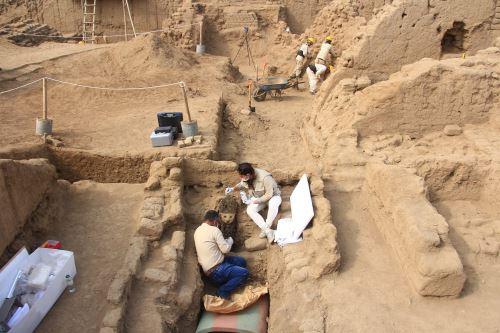 Especialistas buscan más tesoros en el conjunto amurallado Chauyhuac An, uno de los 10 que conforman Chan Chan. Fotos: ANDINA/Luis Puell
