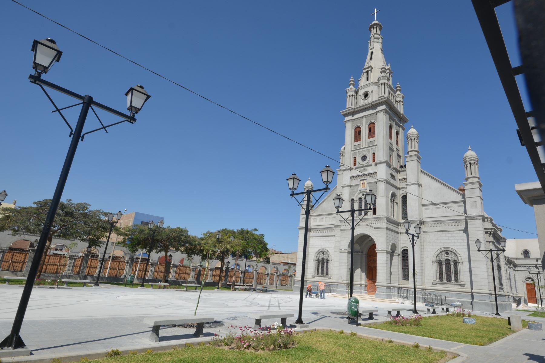 Luego de doce años de haber sido seriamente afectado por el terremoto que sacudió el sur peruano, y diez años de obras de construcción, el nuevo Santuario del Señor de Luren será inaugurado el próximo 14 de junio, anunciaron la Municipalidad Provincial de Ica y la Parroquia Santiago de Luren.