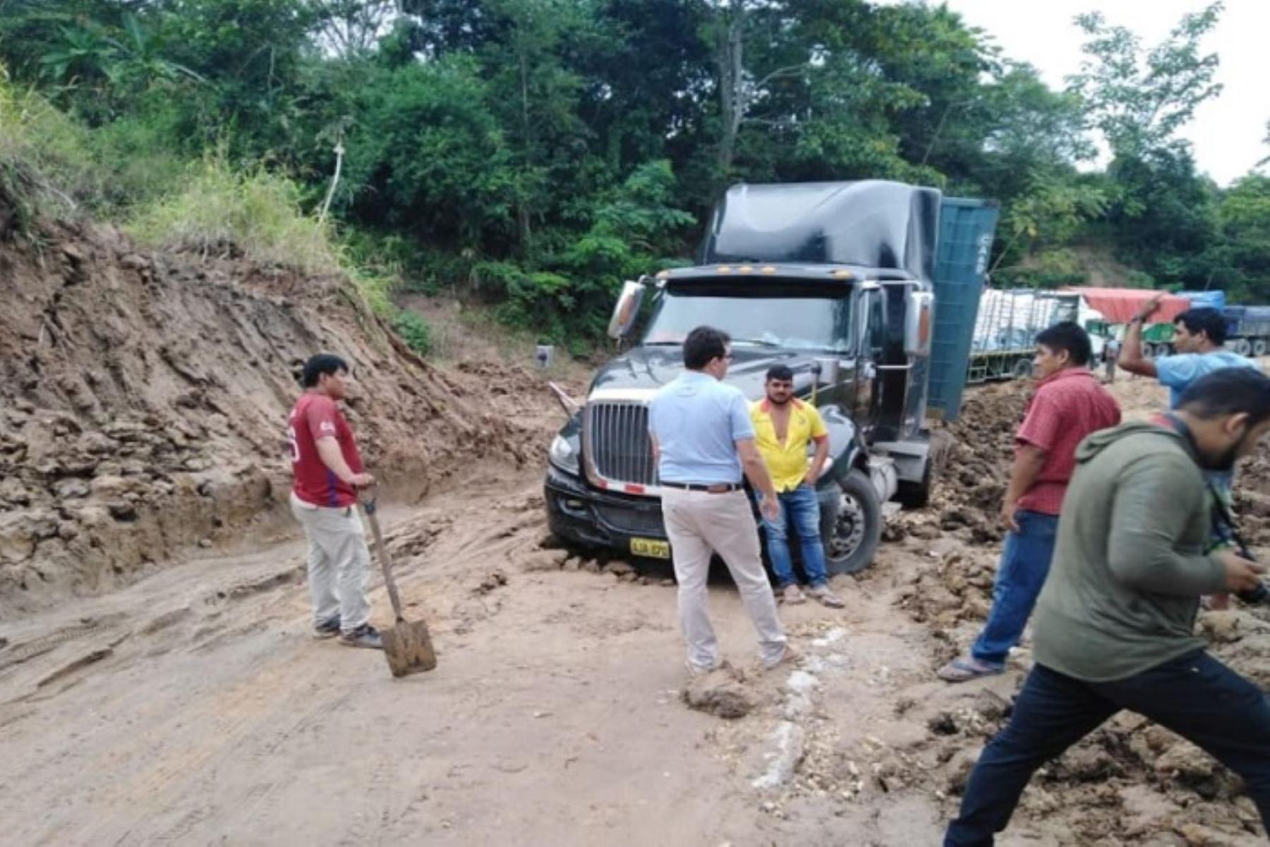 Daños en la carretera Cuñumbuque- Sisa perjudica también a los productores de café, cacao, plátano y otros; que no pueden trasladar sus productos
