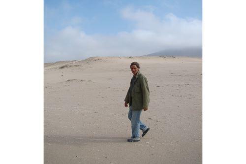 El investigador y colector Mario Urbina conoce cada centímetro del desierto de Ocucaje, en la región Ica, donde descubrió el fósil de la ballena de cuatro patas. Foto: Cortesía Departamento de Paleontología de Vertebrados del Museo de Historia Natural. Foto: Departamento de Paleontología de Vertebrados del Museo de Historia Natural