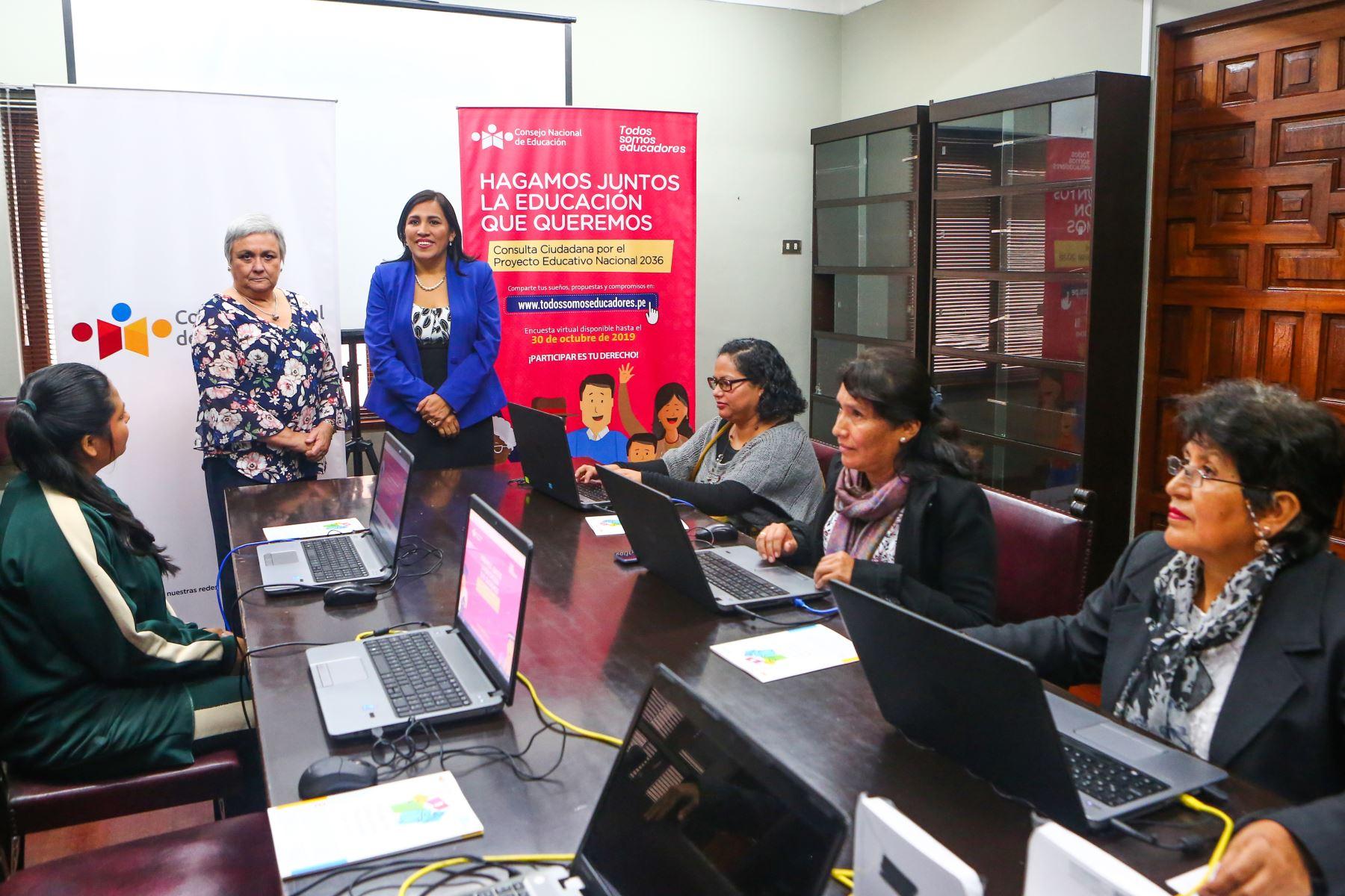 La ministra de Educación, Flor Pablo, asistió a lanzamiento de encuesta virtual. ANDINA/Héctor Vinces