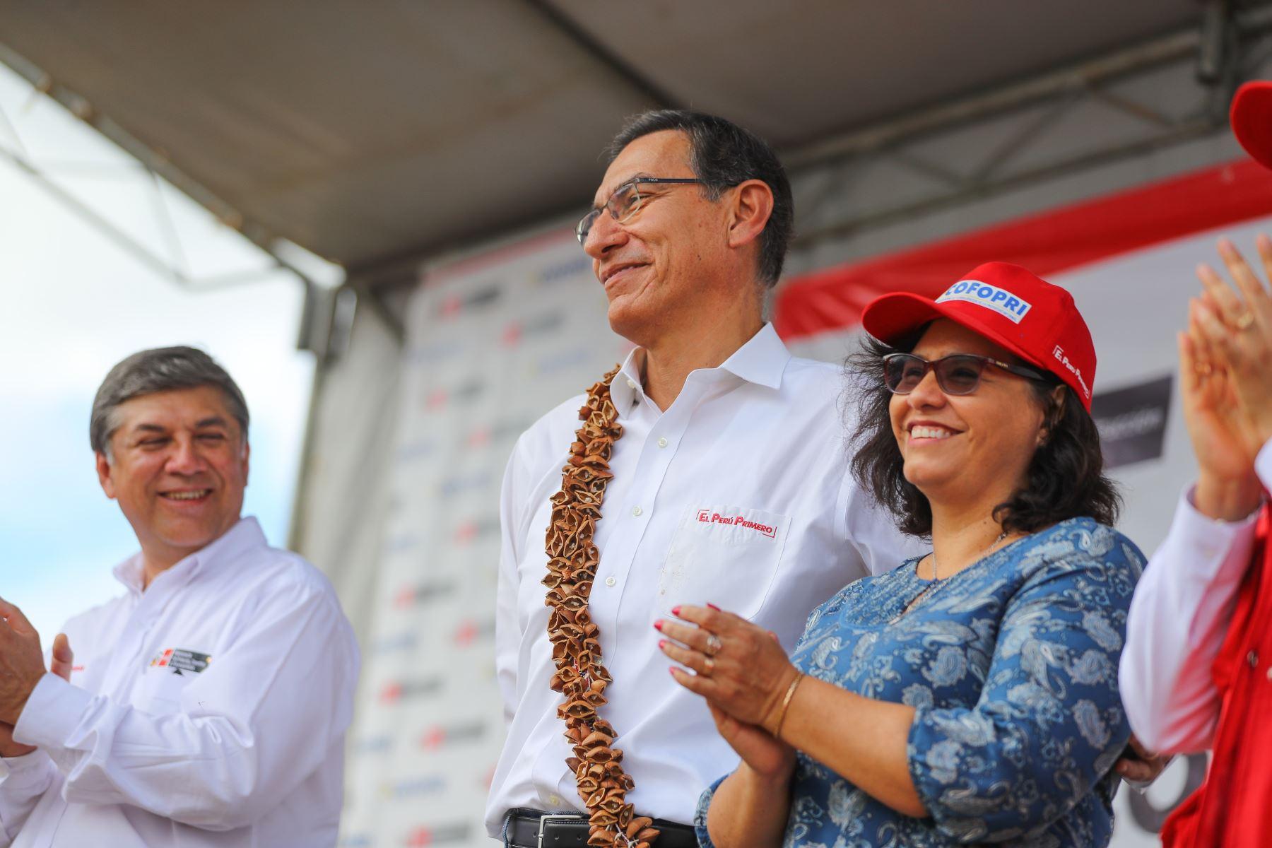 Presidente  Martín Vizcarra participa en la ceremonia de entrega de 1,077 títulos de propiedad en el distrito de Lamas, región San Martín.Foto: ANDINA/Prensa Presidencia