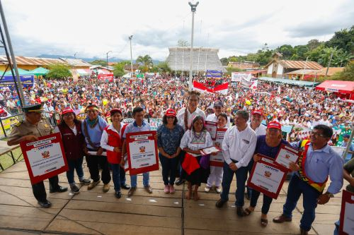 Presidente Vizcarra participa en la ceremonia de entrega de 1,077 títulos de propiedad en la región San Martín