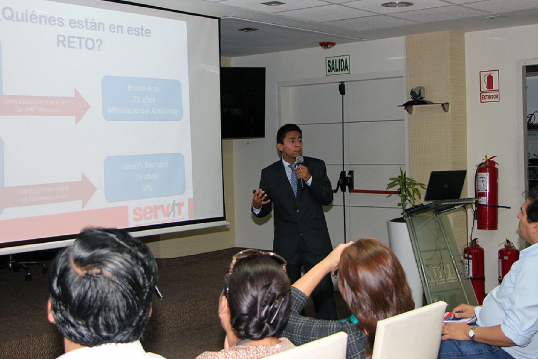 Programa Reto Excelencia inicia charlas informativas en regiones del país. Foto: Servir