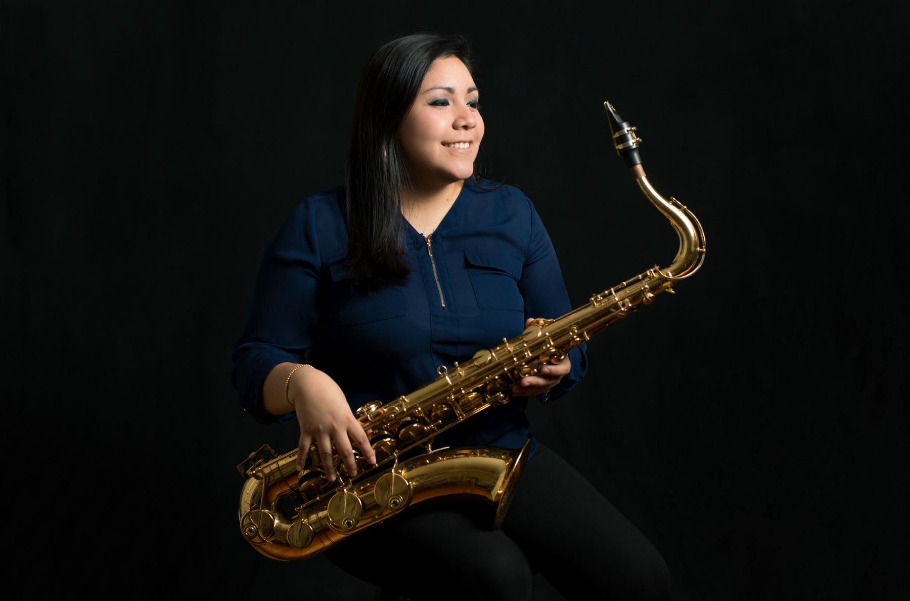 Saxofonista Claudia Medina de regreso al Perú.