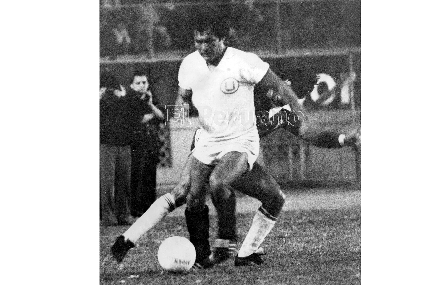 Lima - noviembre 1981 / Hugo Sotil con la camiseta de Universitario de Deportes. Foto: Archivo Histórico de EL PERUANO
