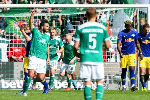 Claudio Pizarro anota el gol del triunfo ante el Leipzig. Foto: AFP.