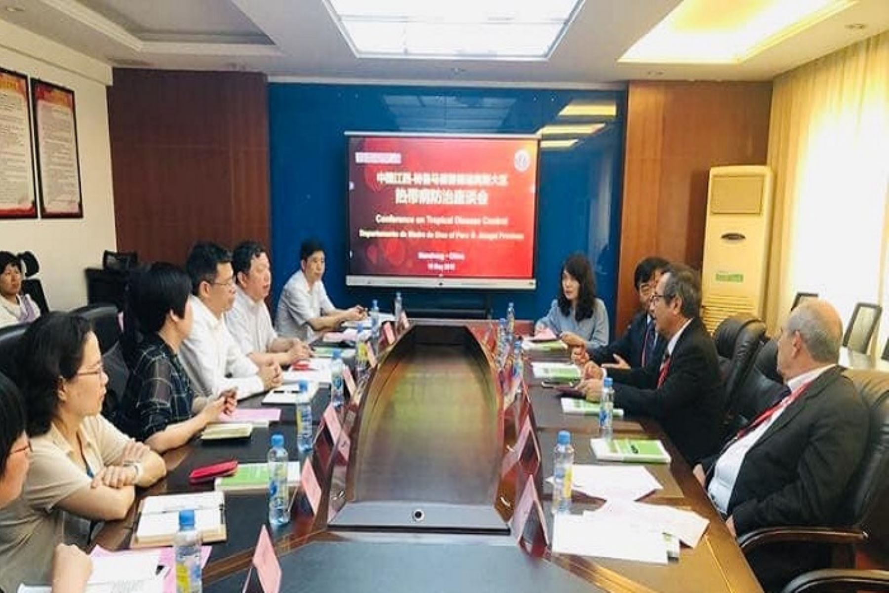El gobernador regional de Madre de Dios, Luis Hidalgo Okimura, participa en la importante Expo Central China 2019, donde viene gestionando apoyo de las autoridades y empresarios chinos para desarrollar proyectos productivos y sociales.