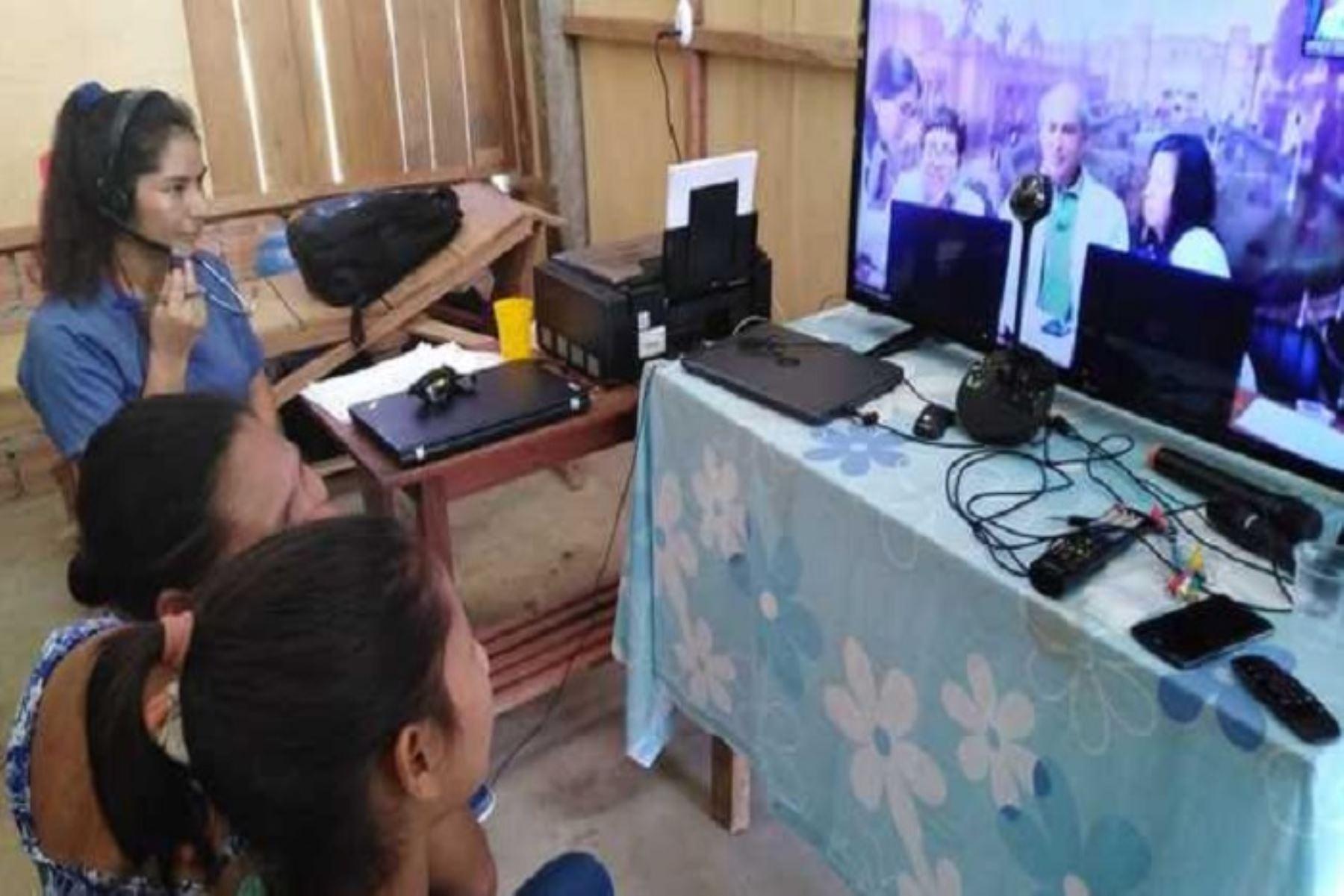 En esta ocasión, la comunidad de Saramurillo recibió la atención de los especialistas de los hospitales Dos de Mayo y Arzobispo Loayza de Lima, quienes fueron contactados utilizando las Tecnologías de Información y Comunicación (TIC) en salud.