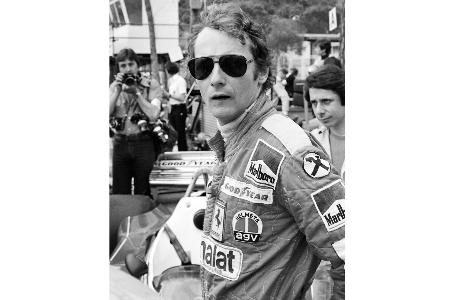 El piloto austriaco de Fórmula 1 de Ferrari y campeón del mundo, Niki Lauda, en el circuito de Mónaco el 27 de mayo de 1976 durante una sesión de entrenamiento del 34º Gran Premio de Fórmula Uno. Foto: AFP