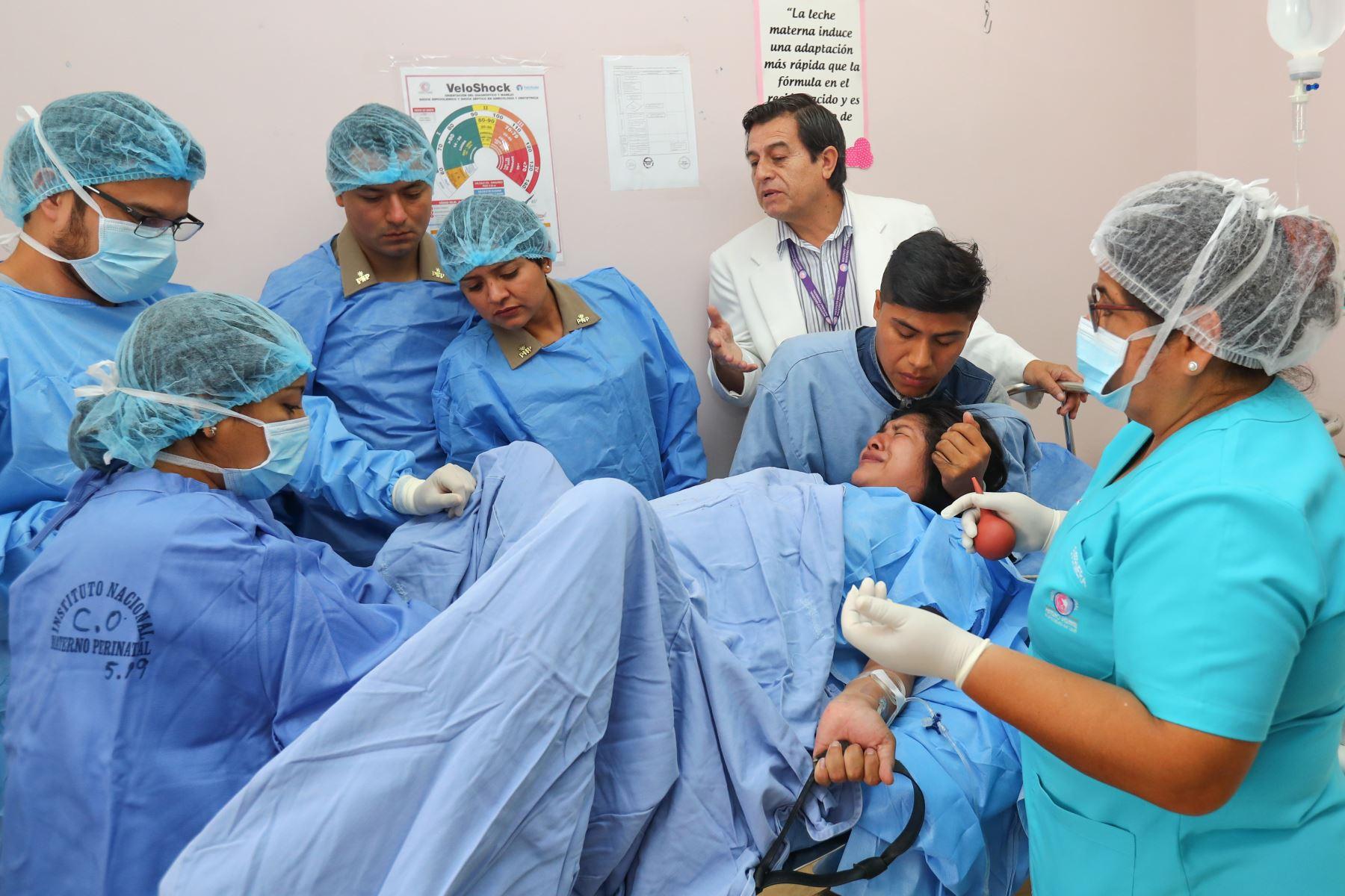 En el marco de la Semana de la Maternidad Saludable, la Agencia Andina asistió al parto natural del bebé de la joven pareja Romina Ramírez Damián (25) y William Yance Aiquipa (26). Foto: ANDINA/ Norman Córdova