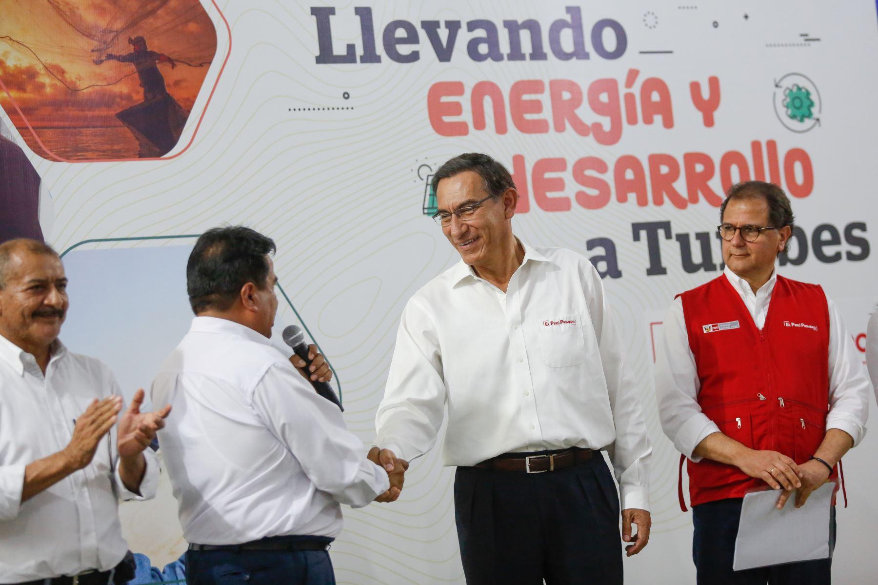 Jefe de Estado preside la ceremonia de suscripción del contrato de concesión de gas natural en la región Tumbes. Foto: ANDINA/ Prensa Presidencia