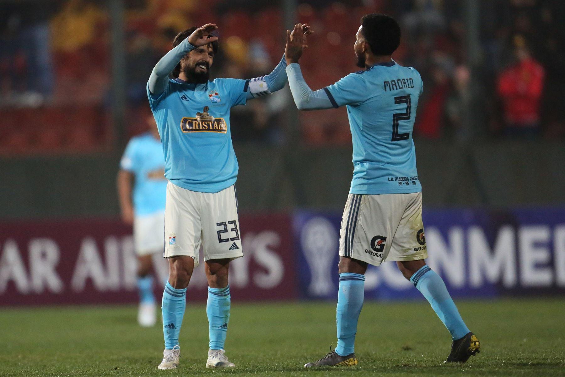 Jugadores de Sporting Cristal festejan tras vencer a Unión Española durante un partido de fútbol de la Copa Sudamericana 2019. Foto:EFE