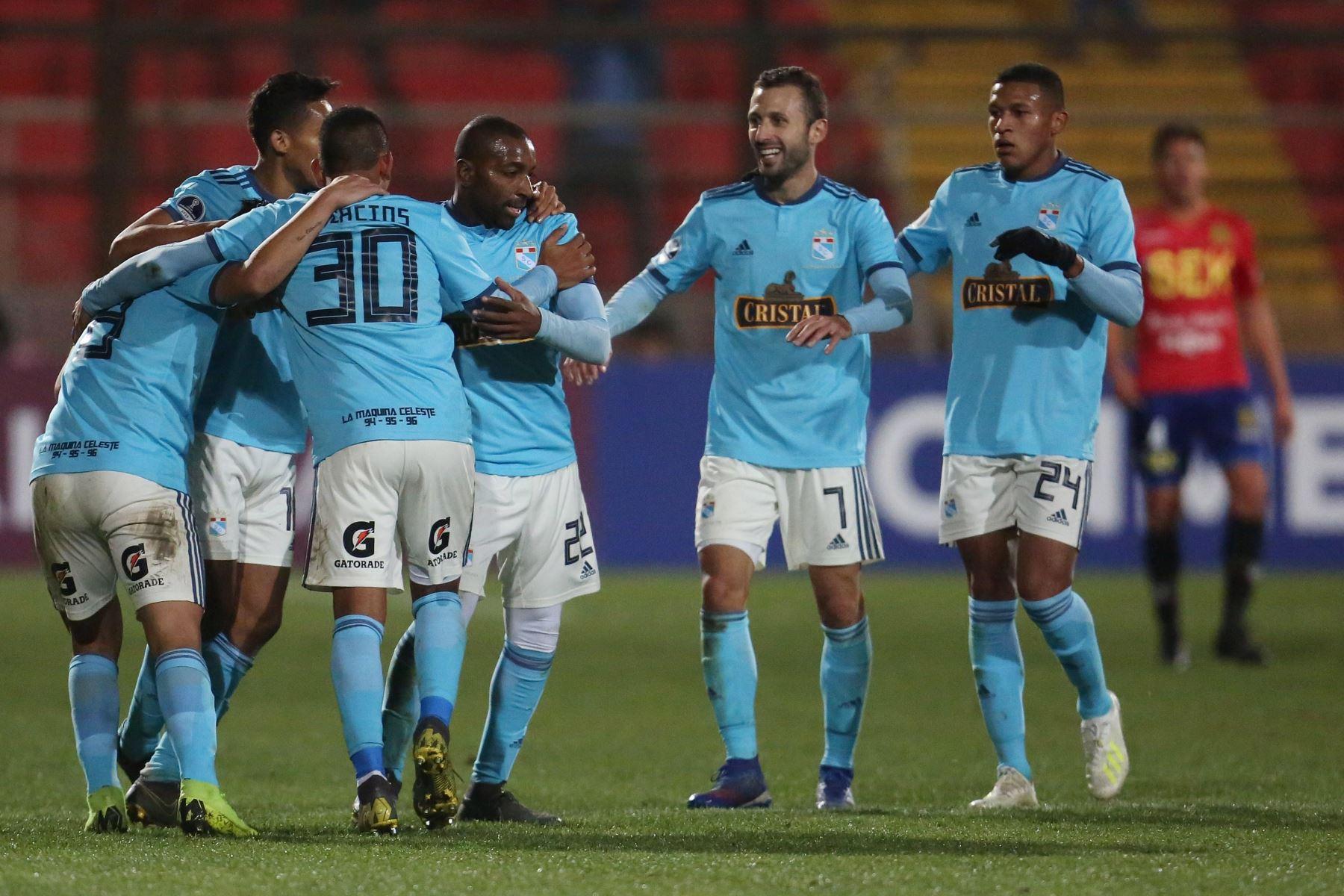 Jugadores de Sporting Cristal festejan tras vencer a Unión Española durante un partido de fútbol de la Copa Sudamericana 2019. Foto.EFE