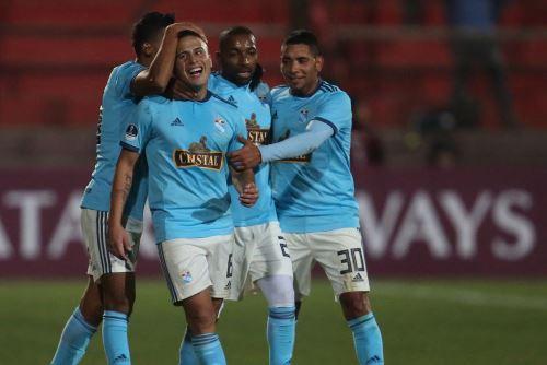 Cristal golea 3 a 0 al Unión Española por la Copa Sudamericana