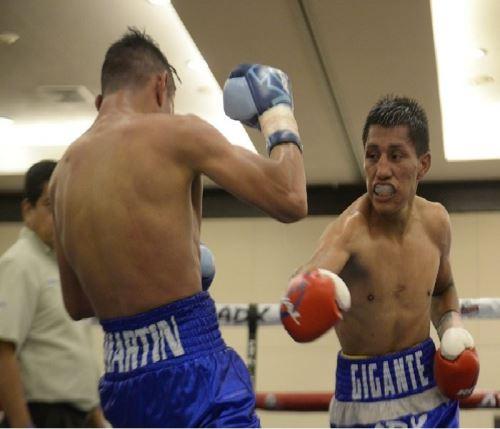 """El Gigante"" Mendoza en Lima para enfrentarse a boxeador peruano Ricardo Astuvilca"
