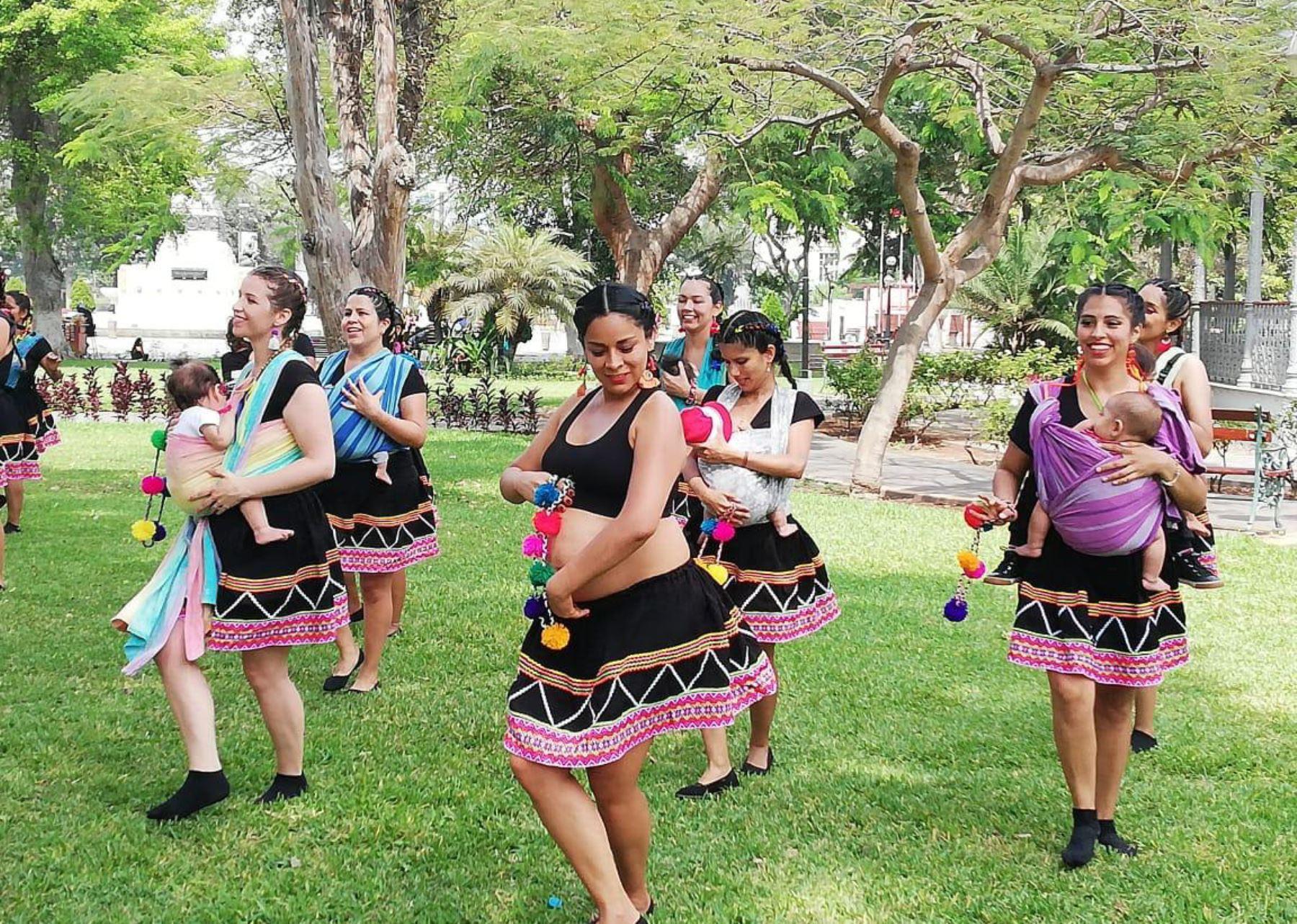 Perú obtiene segundo puesto  en concurso internacional de baile con bebés porteados.