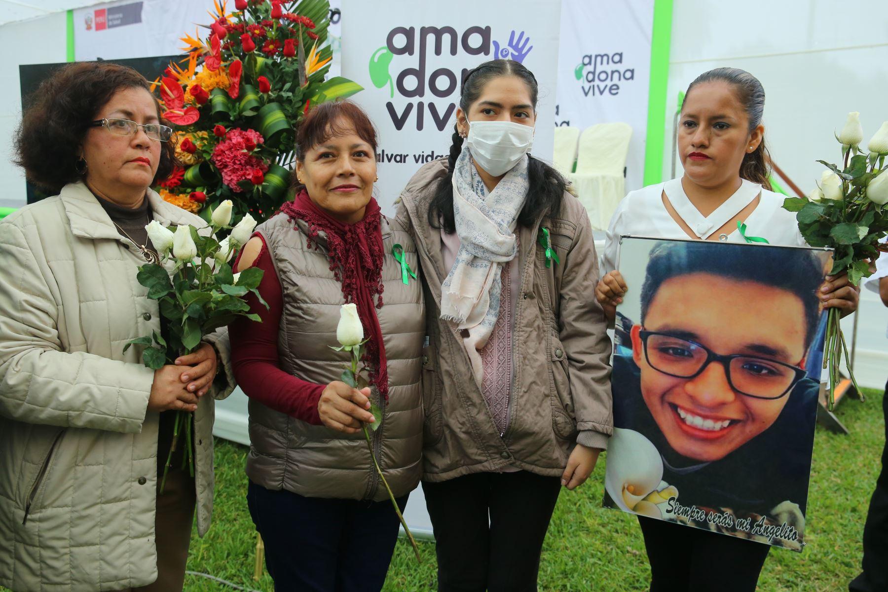 Familiares de personas que donaron sus órganos tuvieron encuentro emotivo con las familias de receptores. Actividad se realizó en el MINSA. ANDINA/Vidal Tarqui