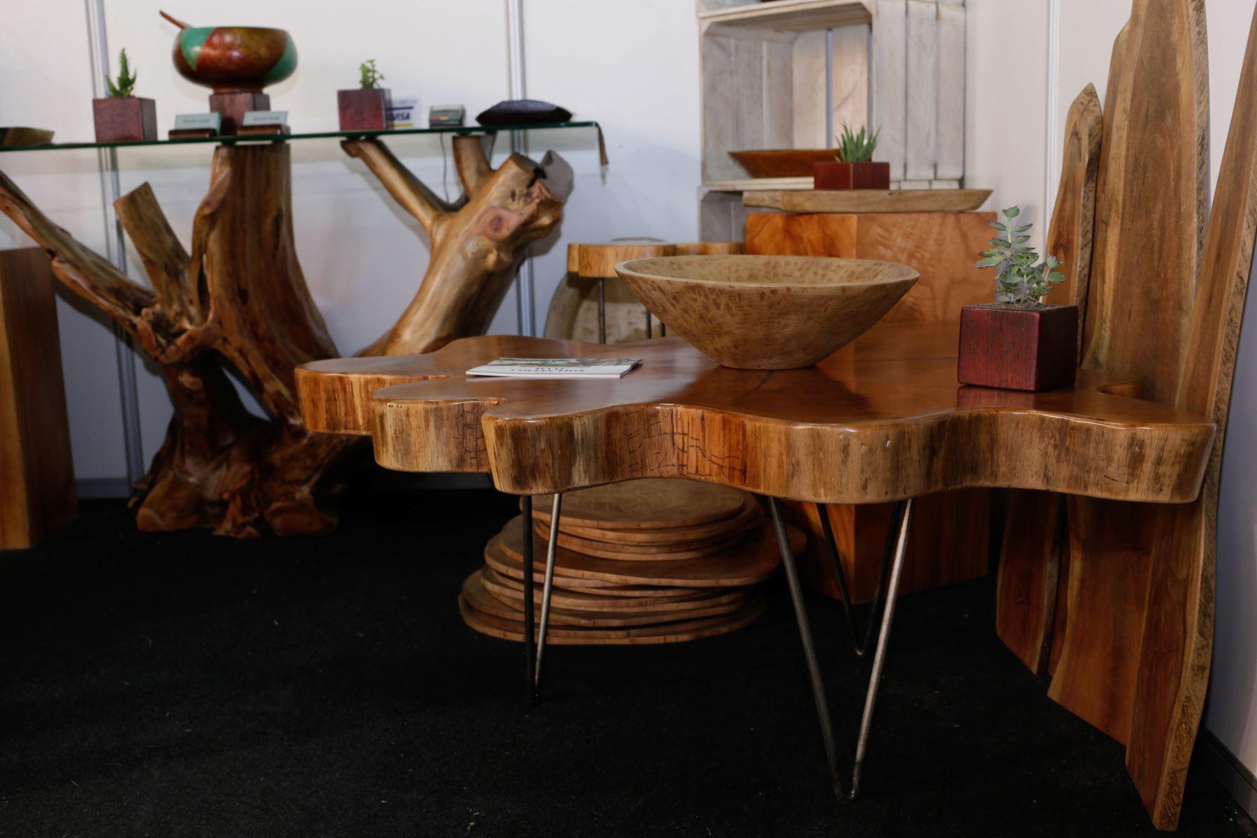Mueble decorativo elaborado con residuos de árboles fue la sensación en Expodeco 2019.