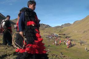 Conoce a los pablitos, los míticos vigilantes de la fiesta del Señor de Qoyllur Riti, en Cusco.