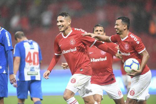 Paolo Guerrero anota dos goles en triunfo del Internacional por la Copa de Brasil