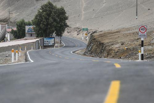 Presidente Vizcarra entrega obras de mejoramiento de la carretera San Gerónimo – El Algarrobal en la región Moquegua