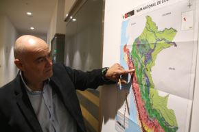 El viceministro de Desarrollo estratégico de los Recursos Naturales, Gabriel Quijandría, explica detalles del primer Mapa Nacional de Ecosistemas del Perú.