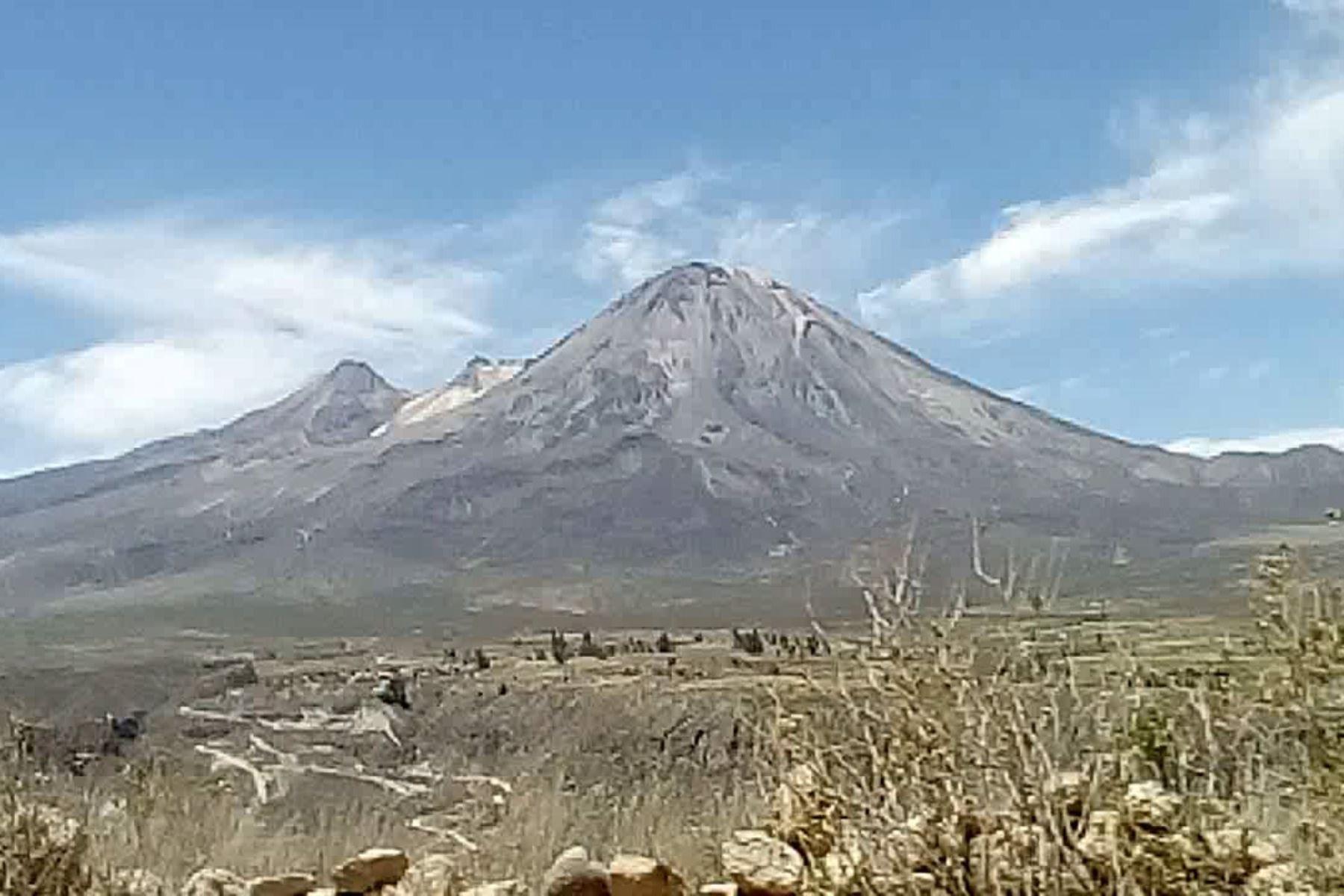 Tacna: IGP vigila volcán Yucamane mediante imágenes digitales en tiempo real