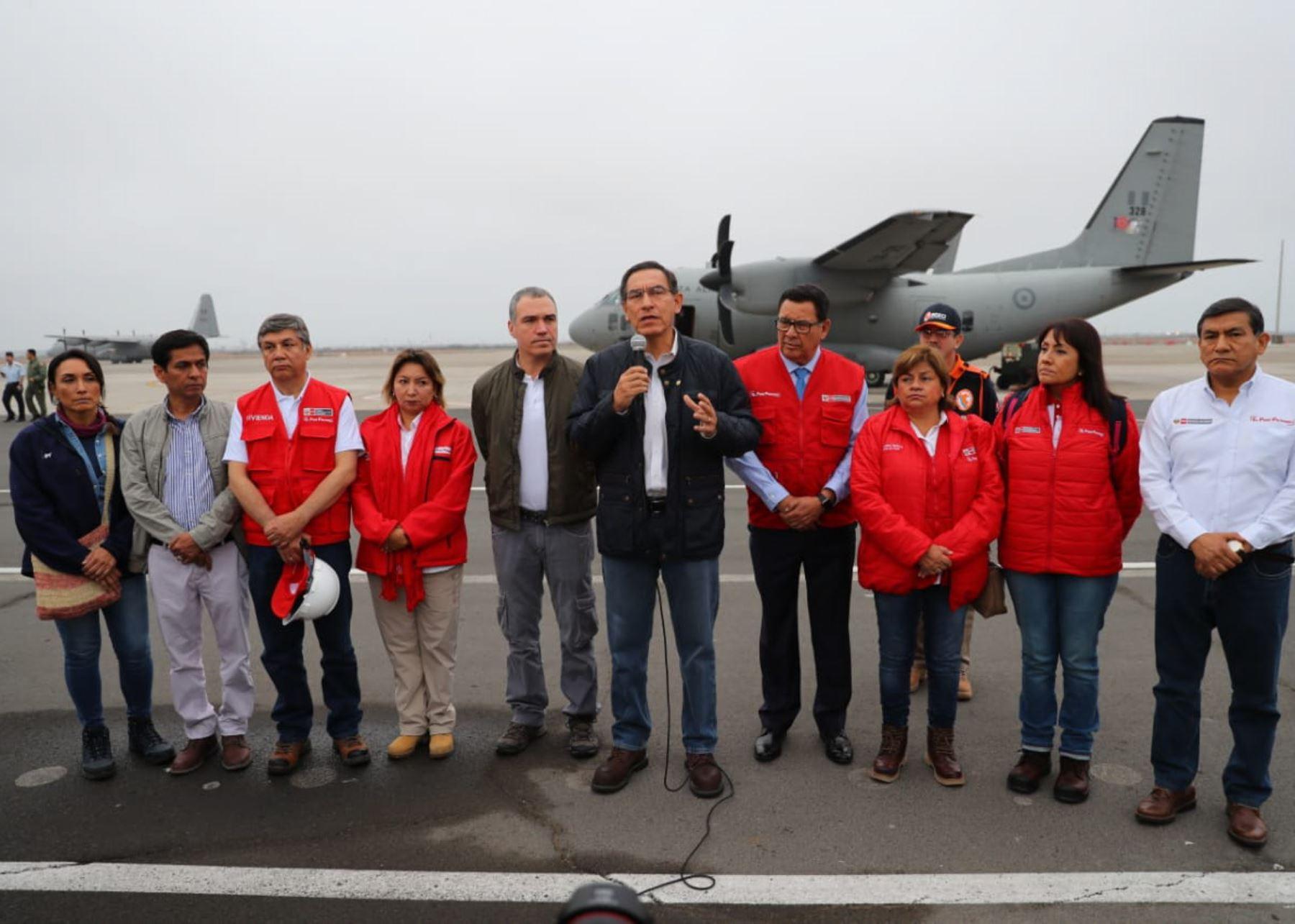 Presidente Martín Vizcarra viajó a zonas afectadas por sismo.
