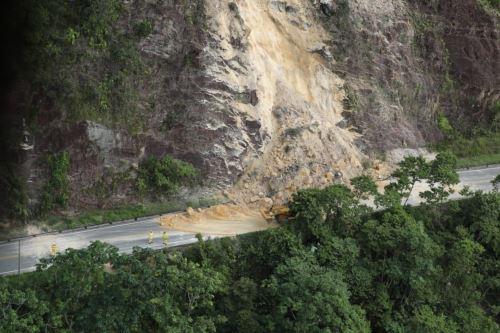 Así quedó una de las carreteras tras el sismo de magnitud 7.5 en Loreto. Foto: ANDINA/Prensa Presidencia
