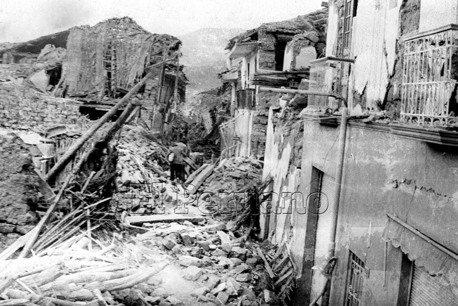 Ancash 01 jun 1970 / Terremoto de Yungay. Escultura del Cristo de Yungay en el Cerro Huansakay donde también está cementerio de la ciudad.