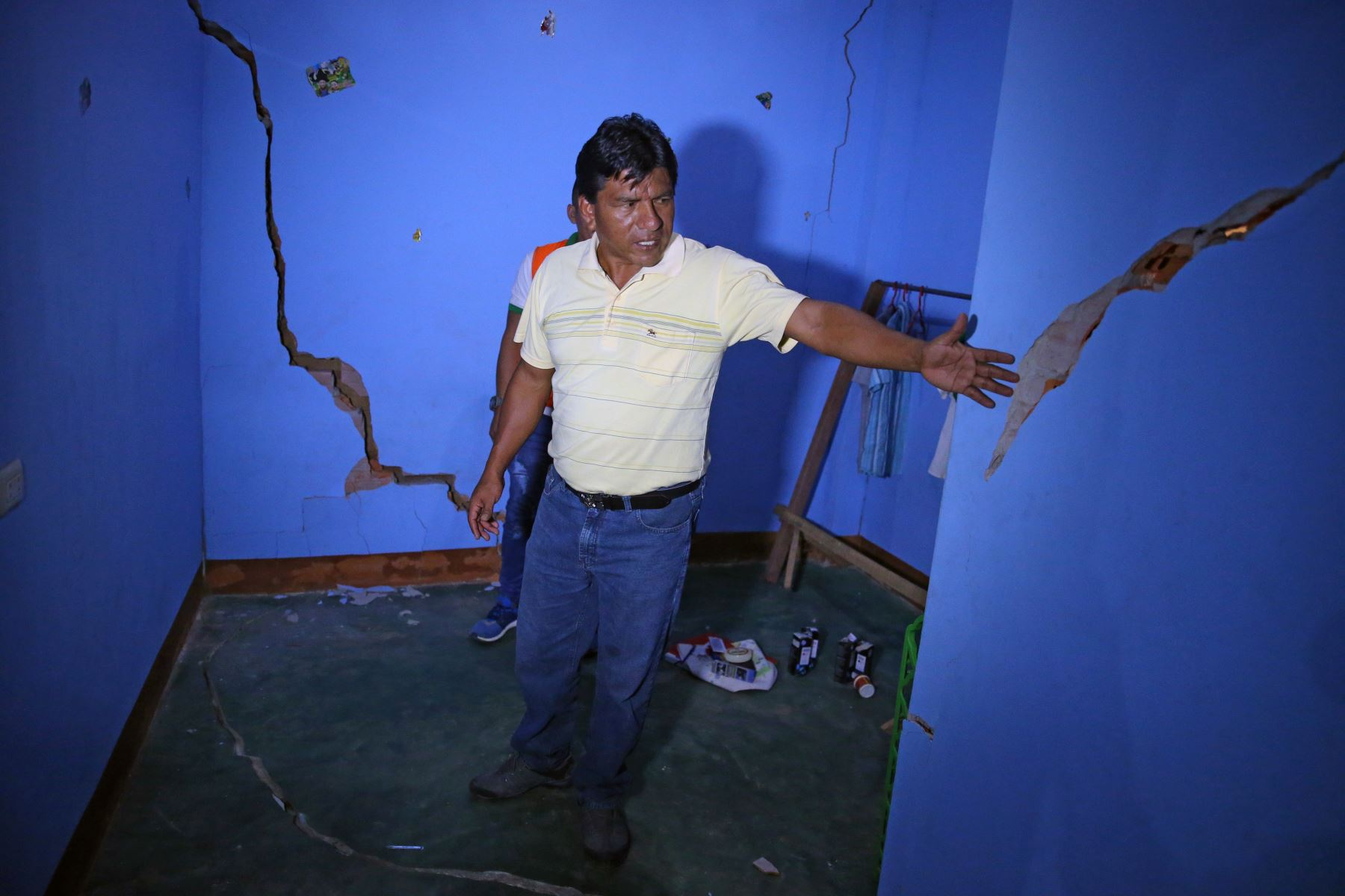 Damnificados de Nauta solicitan ayuda para atender emergencia por el sismo de magnitud 8.0 en Loreto. ANDINA/Vidal Tarqui