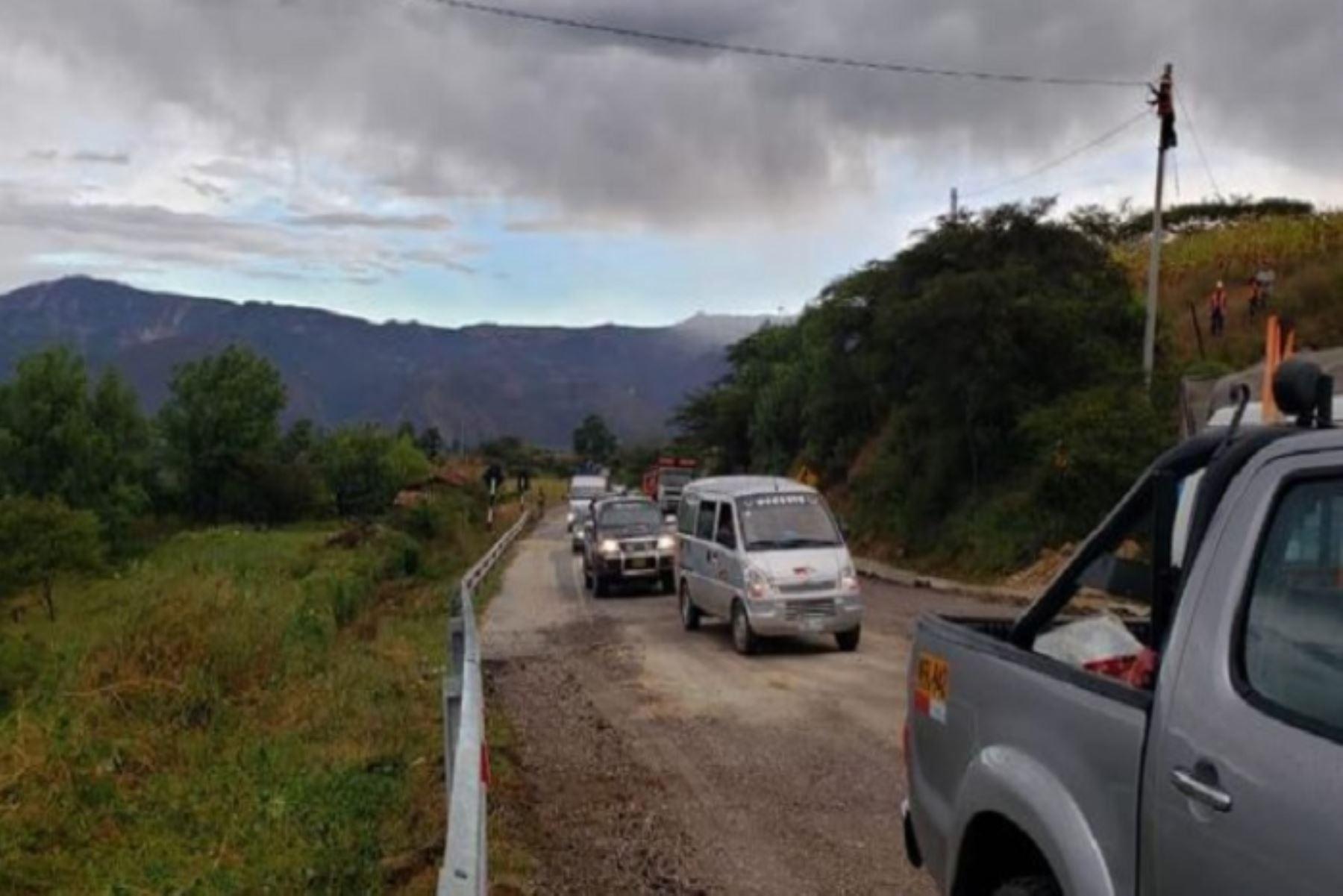 El Ministerio de Transportes y Comunicaciones (MTC) restableció en la víspera a las 18:00 horas, la transitabilidad en el sector Huañimba, de la carretera San Marcos - Cajabamba, en el departamento de Cajamarca. Esta vía resultó afectada por el sismo de magnitud 8.0 ocurrido la madrugada del último domingo.Foto. MTC