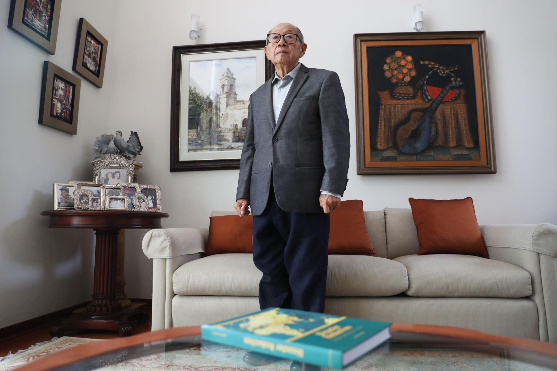 El ingeniero y sismólogo Julio Kuroiwa falleció a los 83 años de edad luego de permanecer hospitalizado durante varios días por una afección pulmonar, informó el rector de la Universidad Nacional de Ingeniería (UNI), Jorge Alva Hurtado.   Foto: ANDINA/Melina Mejía