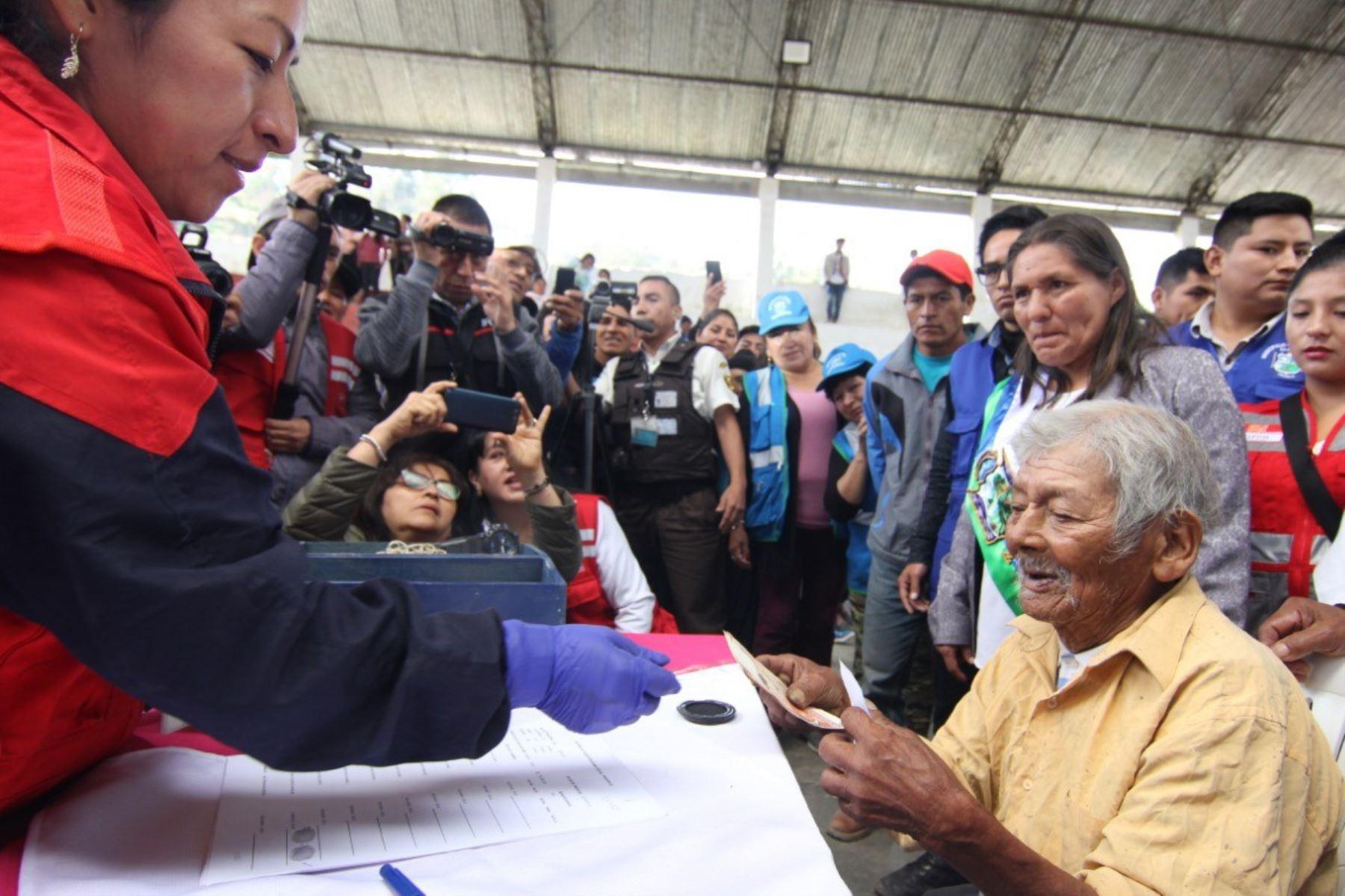 Marcelino Abad Tolentino de 119 años de edad recibió por primera vez la subvención que brinda el Estado por ser usuario del Programa Pensión 65
