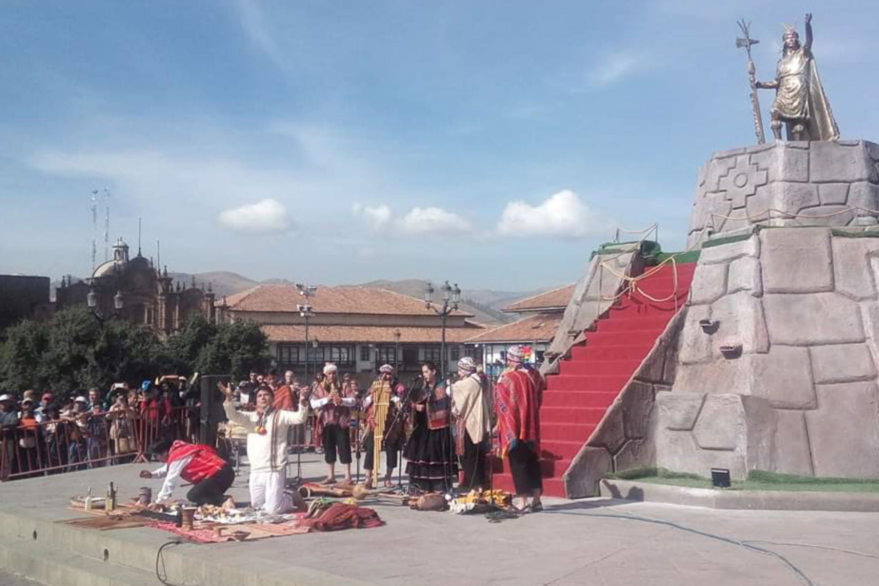 Cusco: con ofrenda a la Pachamama oficializan inicio de sus fiestas jubilares. Fotos: Percy Hurtado.
