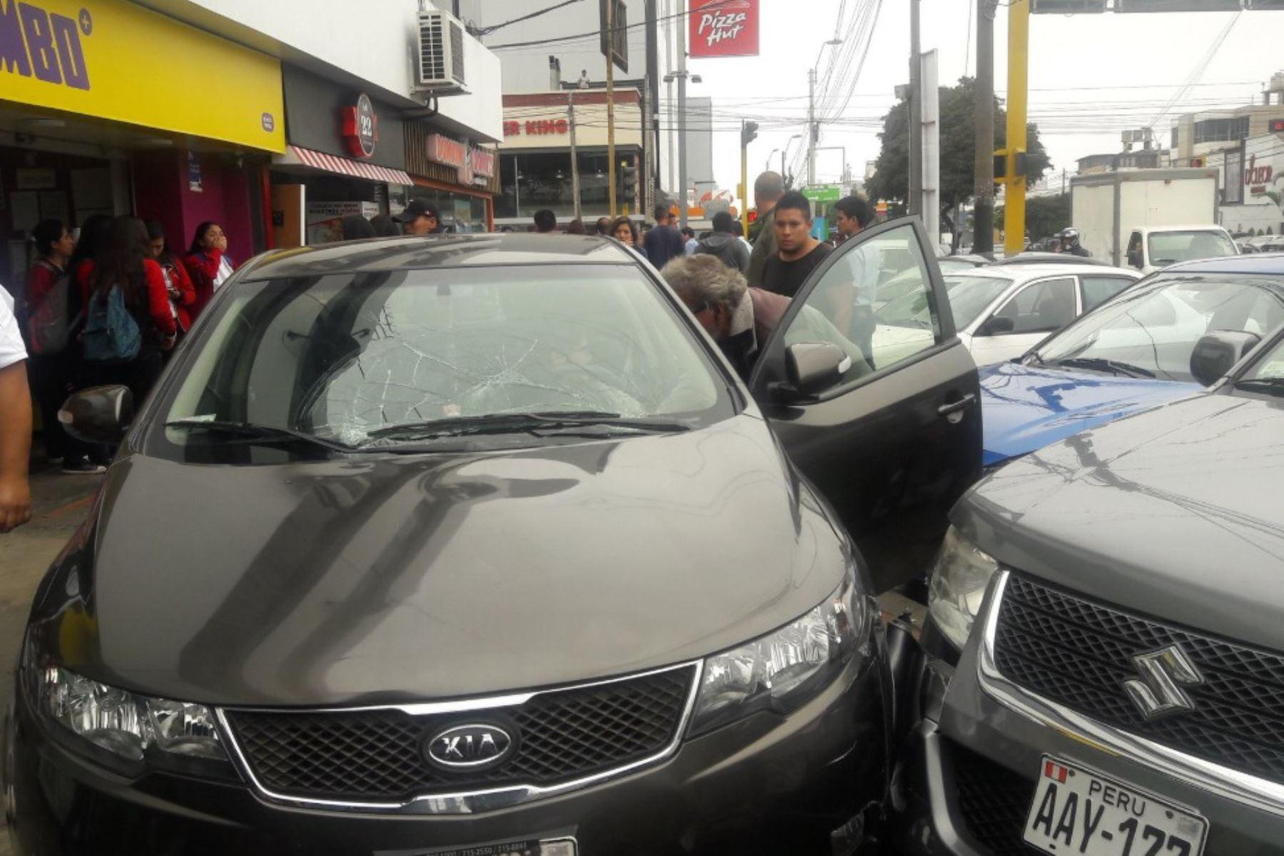 Con este vehículo, profesora atropelló a seis menores en Miraflores. Foto: Pierina Chicoma/Twitter.