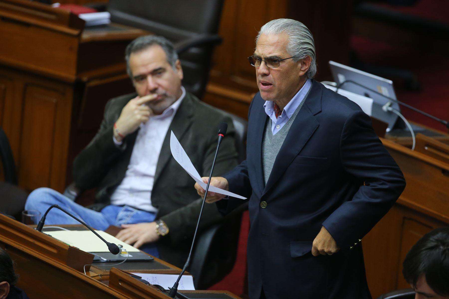 Congresista Gino Costa  interviene en el debate sobre la cuestión de confianza en el Congreso de la República. Foto: ANDINA/Vidal Tarqui