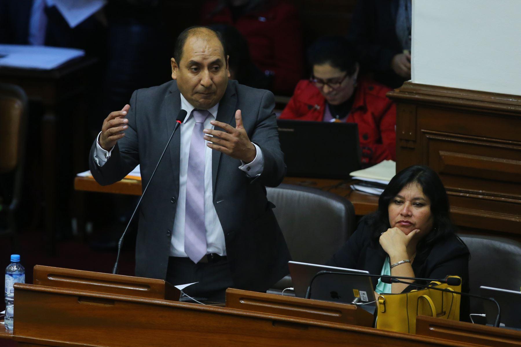 Congresista Richard Arce de la Bancada Nuevo Perú interviene en el debate sobre la cuestión de confianza en el Congreso de la República. Foto: ANDINA/Vidal Tarqui