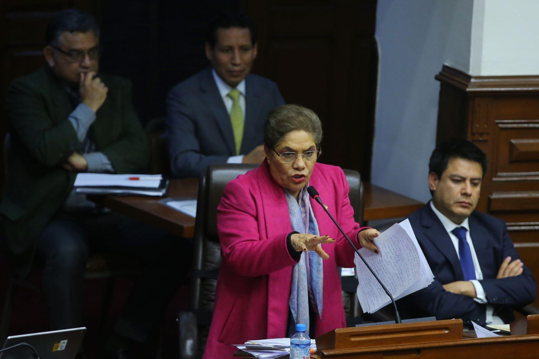 Congresista Luz Salgado interviene en el debate sobre la cuestión de confianza en el Congreso de la República. Foto: ANDINA/Vidal Tarqui