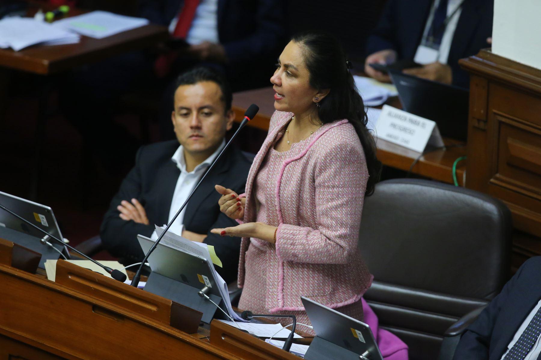 Congresista Marisol Espinoza  interviene en el debate sobre la cuestión de confianza en el Congreso de la República. Foto: ANDINA/Vidal Tarqui