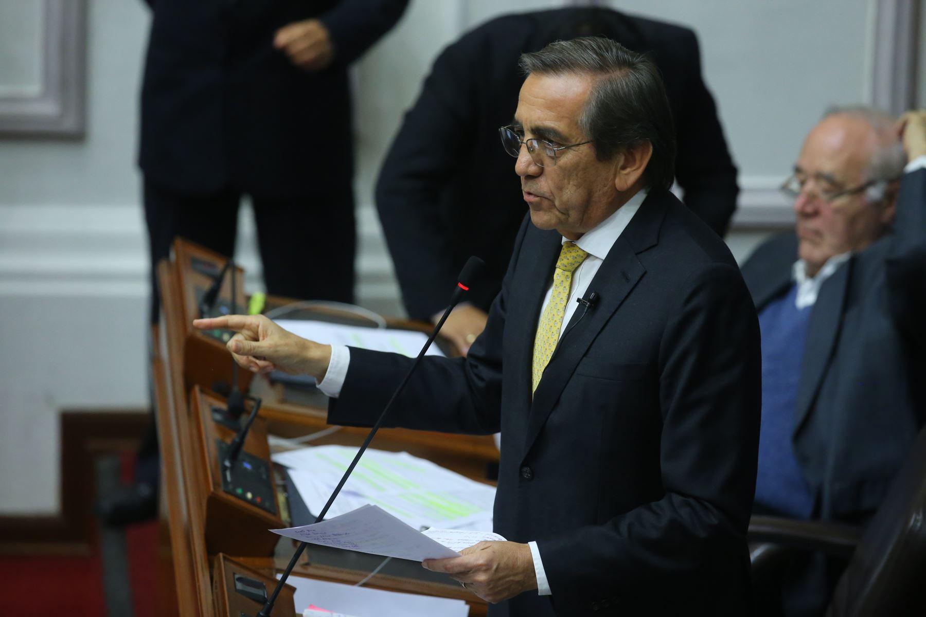 Congresista Jorge del Castillo interviene en el debate sobre la cuestión de confianza en el Congreso de la República. Foto: ANDINA/Vidal Tarqui