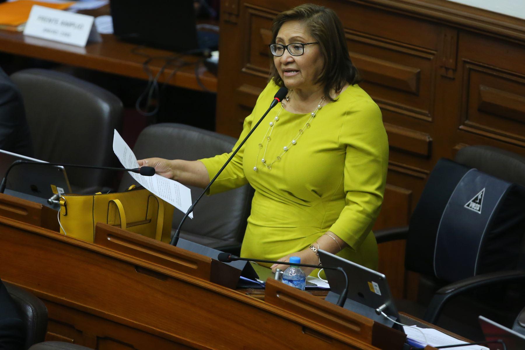Congresista Ana María Choquehuanca interviene en el debate sobre la cuestión de confianza en el Congreso de la República. Foto: ANDINA/Vidal Tarqui