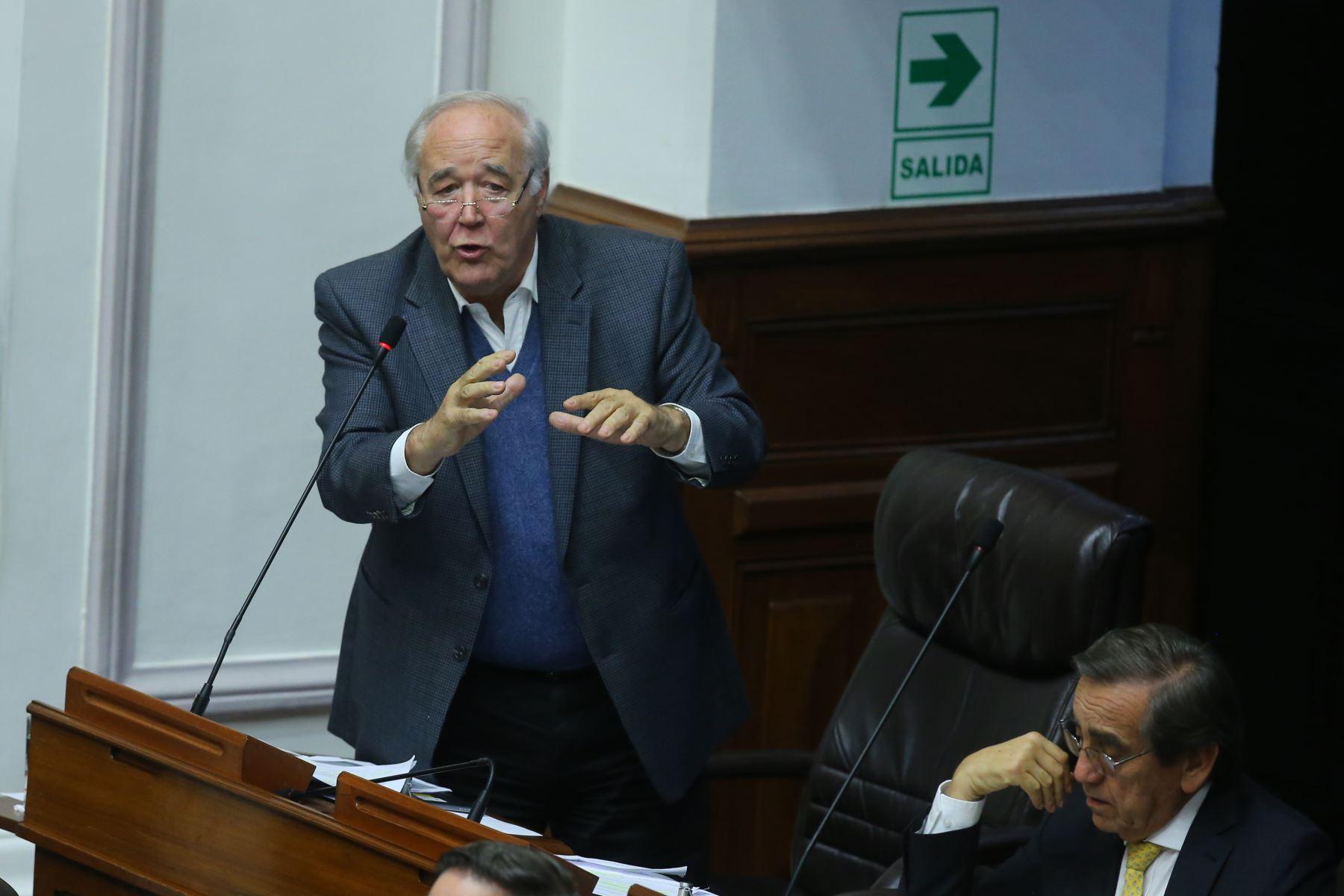 Congresista Victor Andrés Belaunde  interviene en el debate sobre la cuestión de confianza en el Congreso de la República. Foto: ANDINA/Vidal Tarqui