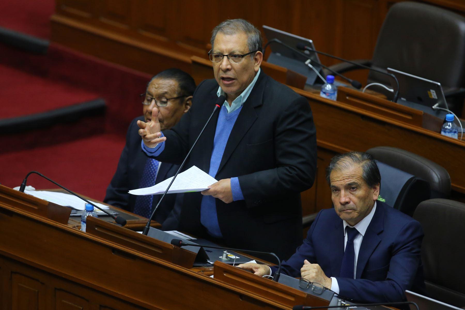 Congresista Marco Arana interviene en el debate sobre la cuestión de confianza en el Congreso de la República. Foto: ANDINA/Vidal Tarqui